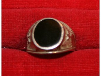 ÄLDRE RING SILVER . 950 SILVER