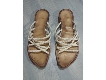 Sandaler till sommar, semester, student - vita remmar, storlek 40, tofflor, skor - Enköping - Sandaler till sommar, semester, student - vita remmar, storlek 40, tofflor, skor - Enköping