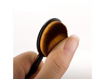 Original Mac / Oval sminkborste för foundation /Brush - Helsinki - Original Mac / Oval sminkborste för foundation /Brush - Helsinki