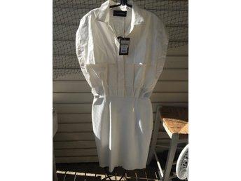 57d7a1490500 Ny oanvänd vit klänning från Malene Birger, strl 36, ...