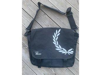 Fred Perry väska