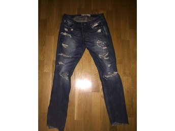 Hollister ripped jeans / slitna jeans