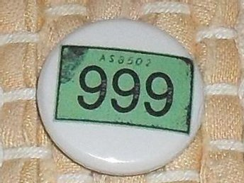 999 - (2,5 cm) Badge / Pin / Knapp (Ian Dury, Kilburn & Highroads, Clash,)