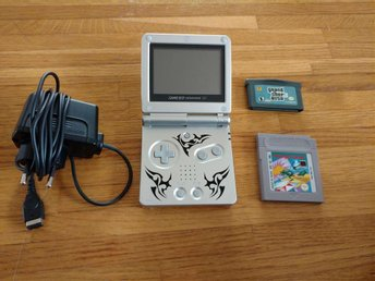 Gameboy Advance SP med Laddare och Spel