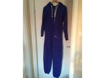 Nyskick! Mysig blå/vit jumpsuit/mysdress. Unisex - Borås - Nyskick! Mysig blå/vit jumpsuit/mysdress. Unisex - Borås