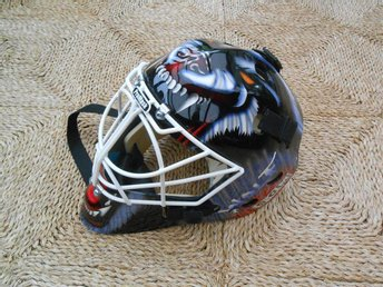 "1st CCM Heaton Mv-mask för hockey, S/M-15, speciallackerad ""Wolf""- Ny"