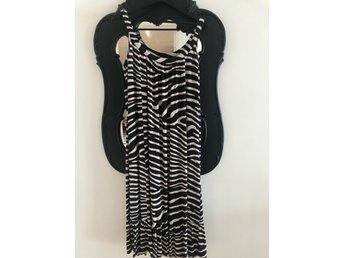 Klänning zebra HM st 40 (395774814) ᐈ Köp på Tradera