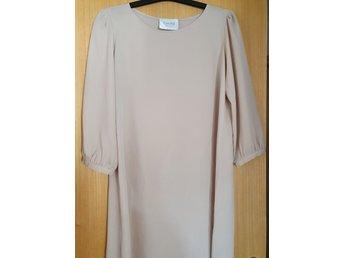 Klänning av märket Greta, storlek M. (414414305) ᐈ Köp på