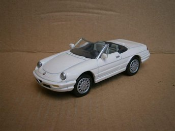 Alfa Romeo.Alfa Spider 1989 Vit New Ray 1:43 - Norrtälje - Alfa Romeo.Alfa Spider 1989 Vit New Ray 1:43 - Norrtälje