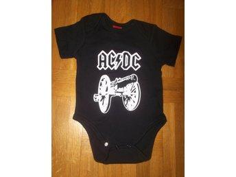 AC/DC body 6-12 mån Baby bodie bebis ACDC HÅRDROCK metal - Halmstad - AC/DC body 6-12 mån Baby bodie bebis ACDC HÅRDROCK metal - Halmstad