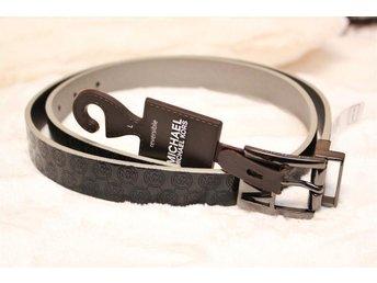 Michael Kors 111x2,5 cm. Vändbart bälte i Svart/Silver med spänne i svart stål - Huddinge - Michael Kors 111x2,5 cm. Vändbart bälte i Svart/Silver med spänne i svart stål - Huddinge