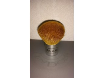 Isadora. Mineral Foundation Powder Kabuki-brush