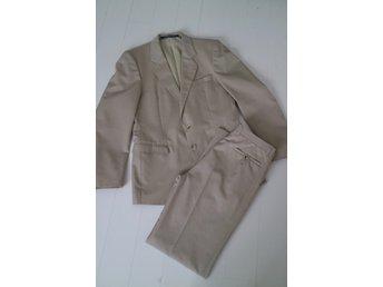 Beige kostym kavaj byxor kostymbyxor stl. 150 B.. (404365387