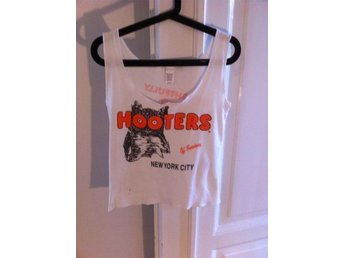 HOOTERS Linne New York City Off Broadway