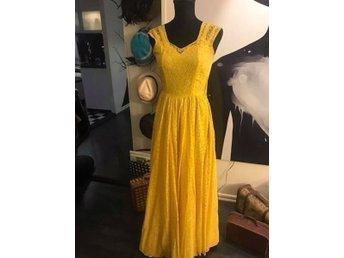Vintage magisk klänning tidigt 50 tal (410358746) ᐈ Köp på