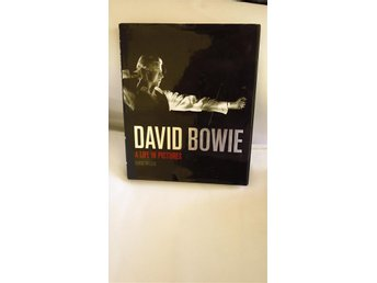 DAVID BOWIE A life in pictures Mycket fint skick/Chris Welch. Eng text INBUNDEN
