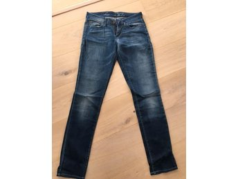 Mellanblå Levisjeans, modell Demicurve skinny, storlek 28/34 - Bromma - Mellanblå Levisjeans, modell Demicurve skinny, storlek 28/34 - Bromma