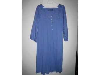 Design Gudrun Sjödén. Mycket vacker blå klänning, storlek XL. Längd mitt bak 104 - örebro - Design Gudrun Sjödén. Mycket vacker blå klänning, storlek XL. Längd mitt bak 104 - örebro