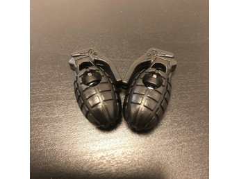 Javascript är inaktiverat. - Arboga - Världens coolaste spännen till skosnörena : Handgranater! Leveras i 2-pack - färgen är svart. Ca 3 cm höga. Fjäderbelastade och trycks ihop för att frigöra snöret - låser när du släpper den. - Arboga