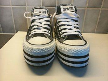 Javascript är inaktiverat. - åmål - Oanvända skor från Converse i svart och vitt. Nyskick. - åmål