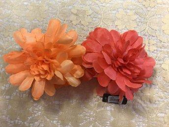hårklämma med blomma