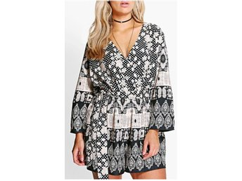 Wrap Paisley svart vit byxsdress jumpsuit playsuit från UK stl 46 köpt i UK
