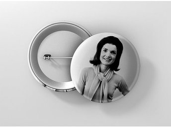 Jacqueline Jackie Kennedy Onassis Pin / Knapp / Badge Stor 57mm