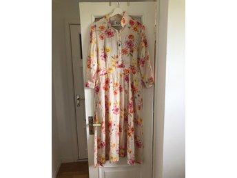 Hanna Wendelbo klänning storlek L (413113713) ᐈ Köp på Tradera