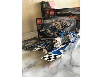 2 Lego technic Hydroplane racer och Display Team jet