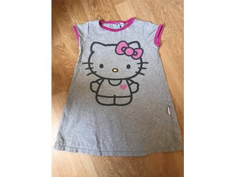 Mycket fin Hello Kitty nattlinne, stl 98/104.