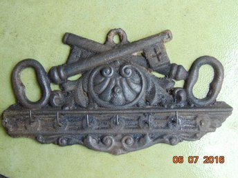 VERY OLD IRON HANGER KEY 1800-1900