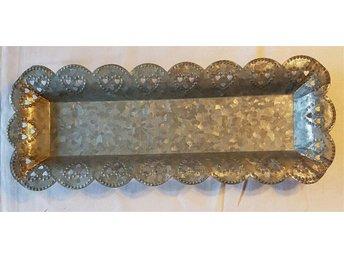 Trevlig metallbricka i zink 44 x 17 cm - Nora - Trevlig metallbricka i zink 44 x 17 cm - Nora