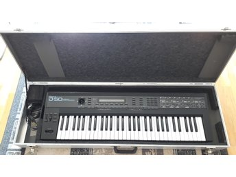 Roland D-50 Kult Synth I Mycket Fint Skick Inklusive Flight Case