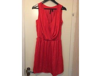 Röd klänning, mango, hallonröd, midsommar, hippie, bohem, bohemisk - Vällingby - Röd klänning, mango, hallonröd, midsommar, hippie, bohem, bohemisk - Vällingby