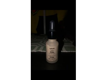 NYX drop foundation- vanilla