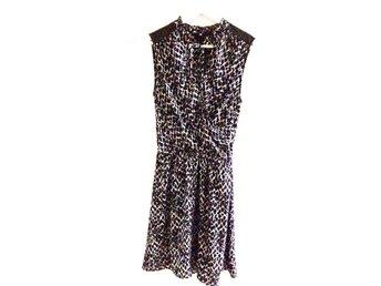 Snygg mönstrad klänning med fina detaljer H&M (376205747) ᐈ