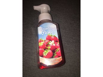 BATH & BODY WORKS Hand Soap - STRAWBERRY PICNIC