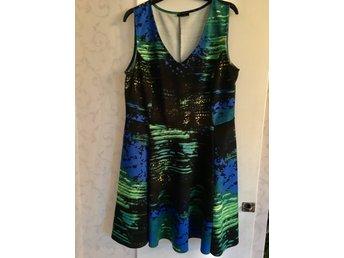 Klänning blåsvartgröngul stl 44 (385760864) ᐈ Köp på Tradera