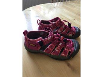 Javascript är inaktiverat. - Umeå - Fina och bekväma sandaler från Keen i storlek 35 (22 cm). Sparsamt använda.Betalning inom tre dagar! Lycka till! - Umeå