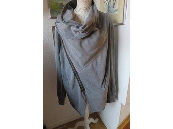 RELIGION grå assymetrisk jacka, omlott , sned d.. (398701935