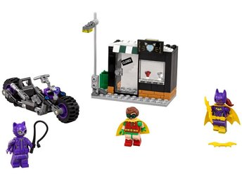 "LEGO Batman ""Catwoman Catcycle Chase"""