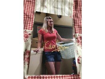 Kaley Cuoco signerat foto (The Big Bang Theory) - Vinslöv - Kaley Cuoco signerat foto (The Big Bang Theory) - Vinslöv