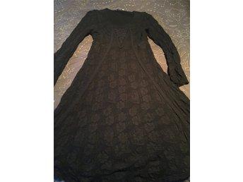Javascript är inaktiverat. - Falköping - Ny klänning från Cream stl S. Klänningen går ungefär till knät, mått från axeln och ner är 100 cm. Väldigt stretchig klänning, skön att ha på sig - Falköping