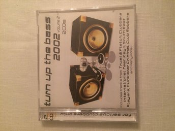 TURN UP THE BASS. 2002. VOLUME 2. 2 CD`S. NY. OSPELAD