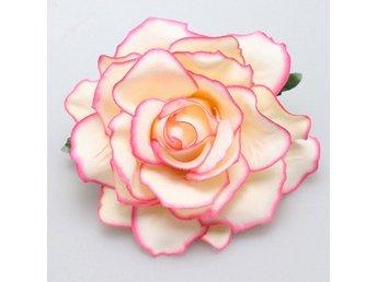 Javascript är inaktiverat. - Alingsås - Hårblomma creme/rosa ros med rejäl klämma baktill. Ca 10 cm i diameter. Vinnande bud ska betalas inom 5 dagar. Jag postar alltid samma dag eller senast dagen efter. Tänk gärna på att frakten blir densamma för 2-3 blommor av medelstorlek - Alingsås