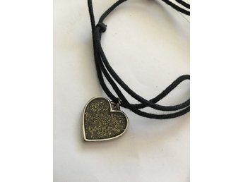 Smycken   Ädelstenar på Tradera ᐈ 76 673 annonser • Utropspris från ... f28369c7bcf82