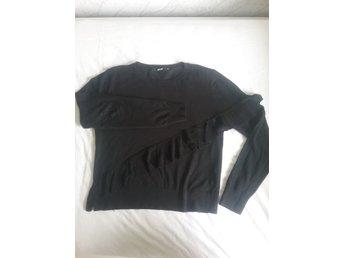 Svart stickad tröja från Bikbok stl XS