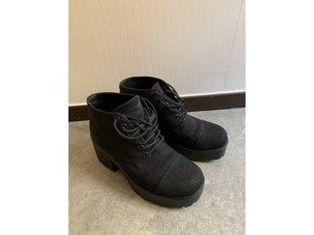 Svarta skor med snörning och platå från Vagabond, stl 38