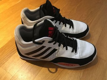 Basketskor Adidas