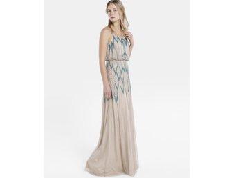 736547abb73b Champagnefärgad festklänning / balklänning st 32 (341492615) ᐈ Köp ...